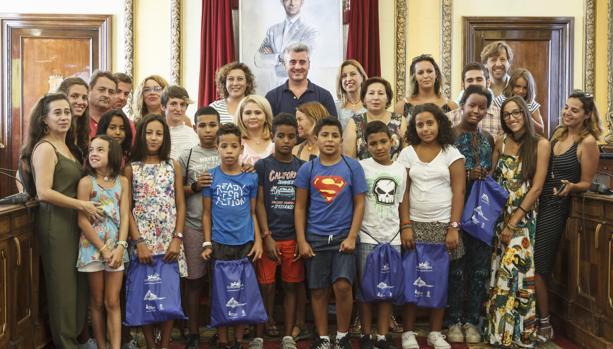 Niños saharauis en su despedida en el Ayuntamiento de Guadalajara