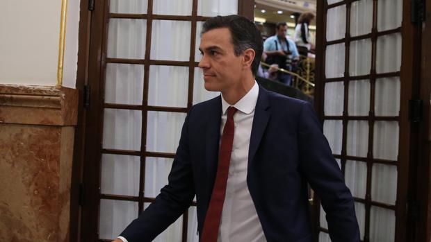 Pedro Sánchez ayer saliendo del pleno del Congreso de los Diputados.
