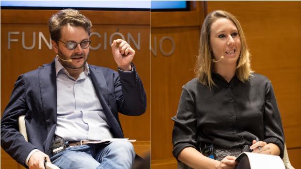 Juan Claudio de Ramón y Aurora Nacarino-Brabo, durante la presentación del libro