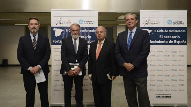 Rubido, Mayor Oreja, Varela Ortega y Gómez-Pineda en el foro celebrado ayer en Madrid