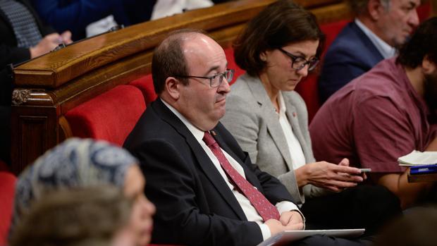 El líder del PSC, Miquel Iceta, en un pleno en el Parlament de Cataluña, en octubre