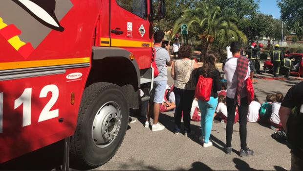 Bomberos del Consorcio Provincial de Castellón en una demostración al público