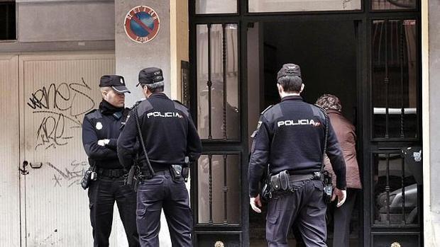 Imagen de archivo de unos agentes de la Policía Nacional en Valencia