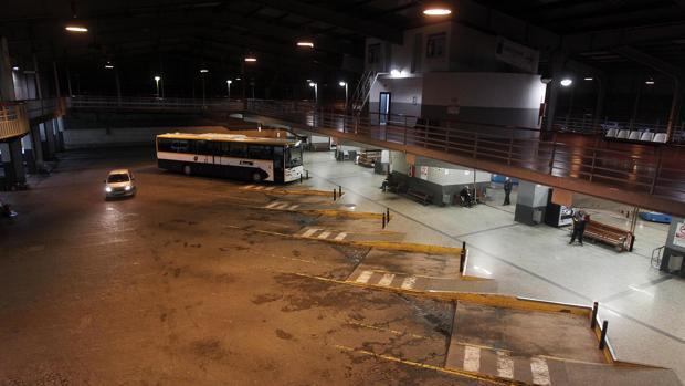 Autobús aparcado en la estación de Santiago