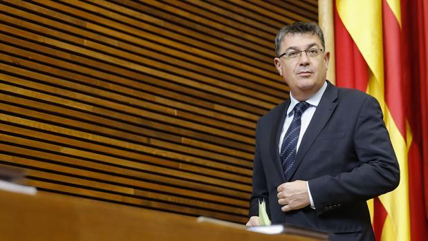 Enric Morera, en las Cortes Valencianas
