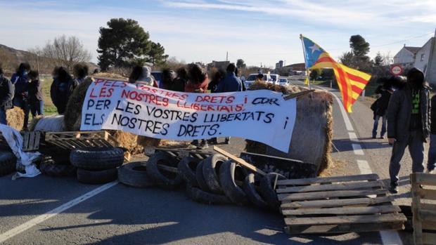 Fotografía distribuida por los CDR a través de internet, con la carretera cortada