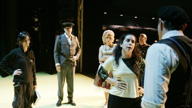 Helena Pimenta dirige a los actores de la CNTC en «La entretenida»