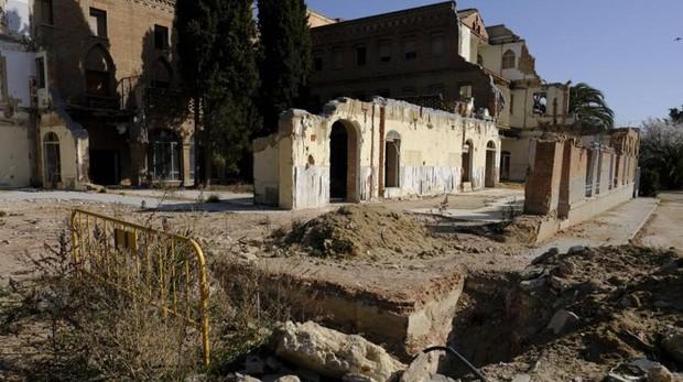 El noviciado de las Damas Apostólicas, con uno de los edificios semiderruido