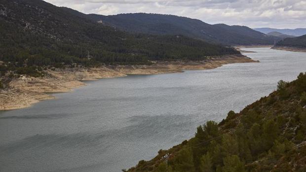 Canal que une los dos pantanos de los que se abastecen los trasvases Tajo-Segura