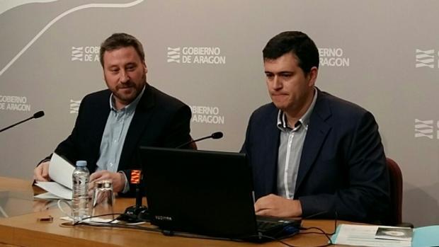 Palacín (a la derecha) junto a su jefe de filas en CHA y consejero del Gobierno aragonés, José Luis Soro