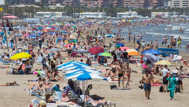 Imagen de archivo tomada en la playa de Las Arenas de Valencia