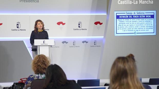 La consejera de Bienestar Social, Aurelia Sánchez, durante la rueda de prensa