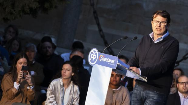 Mañueco, durante el acto de campaña en el Patio Chico de Salamanca
