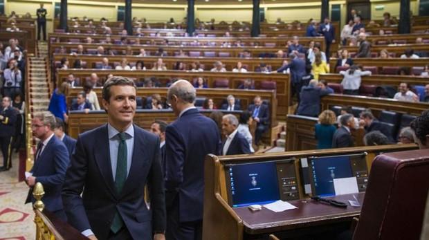 Pablo Casado, líder del PP, de regreso ayer a su escaño