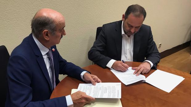 Ábalos y Mazón firman el acuerdo para que PRC apoye la investidura de Sánchez