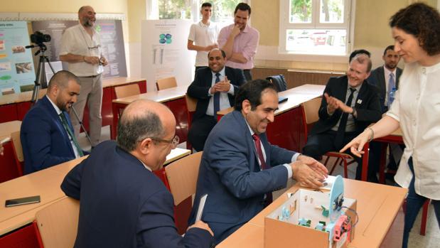 Visita de la comitiva emiratí al instituto María Moliner de Coslada