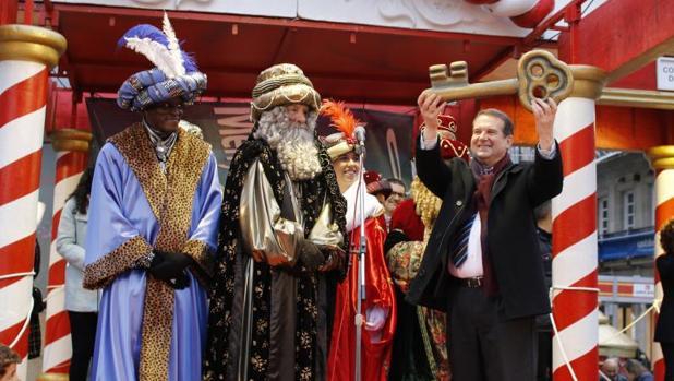 El alcalde de Vigo, Abel Caballero, en una cabalgata de Reyes