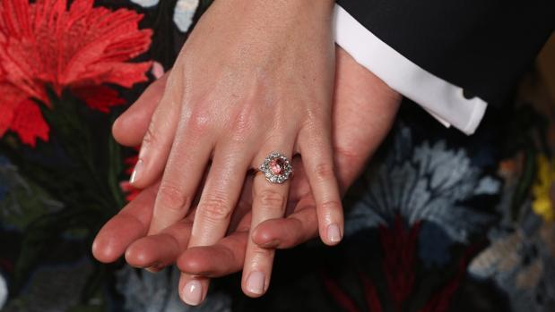 Imagen del anillo de compromiso de Eugenia de York