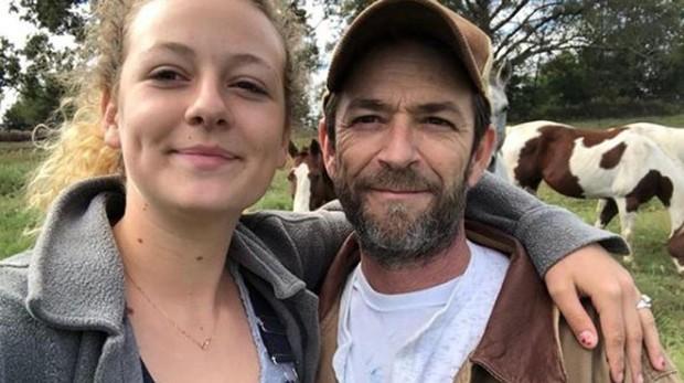 Luke Perry junto a su hija