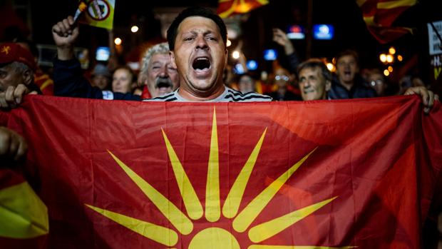 Manifestación contra el referéndum sobre el nombre de Macedonia frente al Parlamento de Skopje