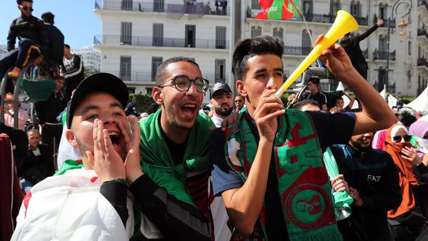 Los estudiantes salieron a las calles de Argelia para protestar contra el presidente