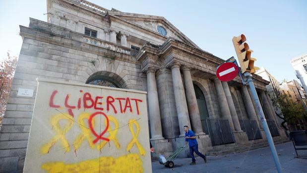Pintadas a favor de la libertad de los presos del «procés» en Barcelona