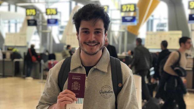 Miki en el aeropuerto de Madrid-Barajas este lunes