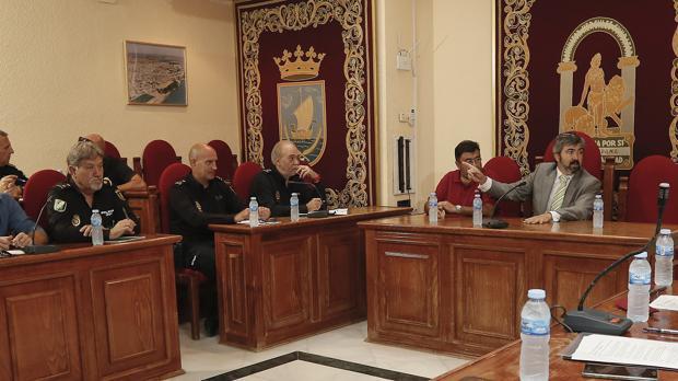 El alcalde andalucista Modesto González se negó a debatir sobre los olores, según una denuncia del PSOE