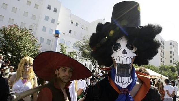 Varios asistentes acuden disfrazados al Festival, uno de los grandes atractivos de cada edición