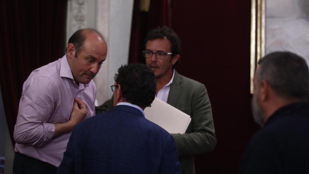 Juancho Ortiz ha interrumpido en numerosas ocasiones el pleno mostrando su malestar por no abordar lo acordado en junta de portavoces.