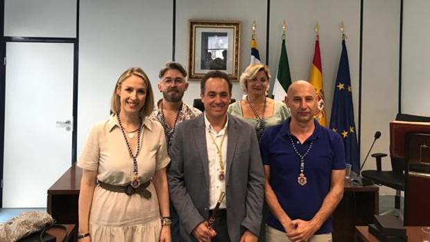 El alcalde Antonio Suárez junto a sus cuatro concejales socialistas electos