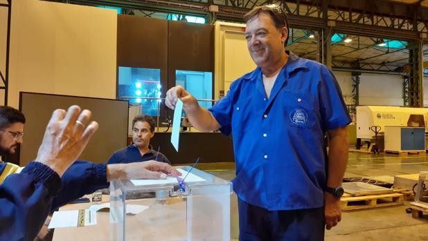 Momento de las votaciones el martes en las instalaciones de Navantia de la Bahía