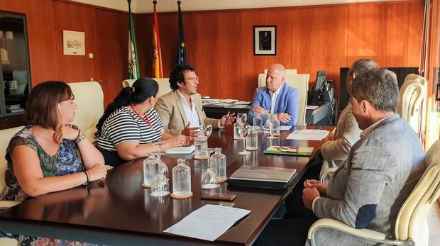 Javier Imbroda, consejero de Educación, se ha reunido con el alcalde de Cádiz José María González 'Kichi'.