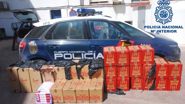 En total se han intervenido en las dos actuaciones 15.000 cajetillas de tabaco de contrabando.