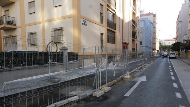 El carril bici en la calle Granja de Sal Ildefonso ha generado críticas de vecinos y comerciantes.