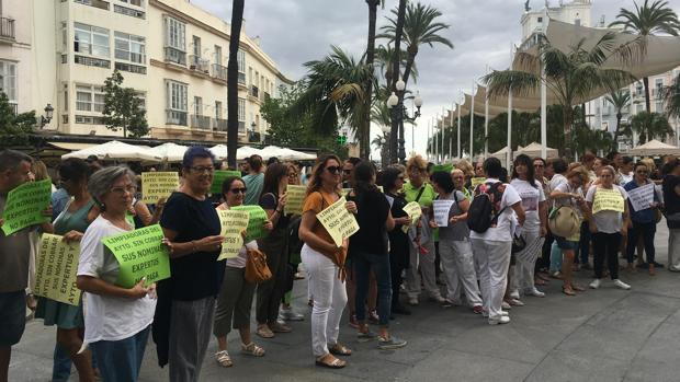 La exconcejal de Podemos, Ana Camelo, ha participado en la protesta con las limpiadoras.