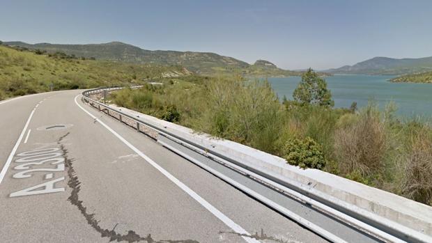Uno de los motoristas ha fallecido en la carretera del Gastor.