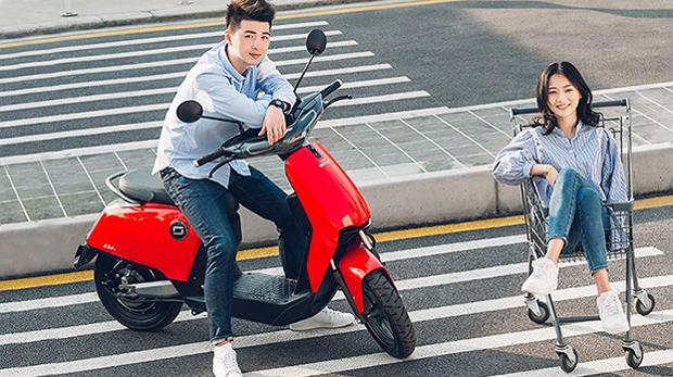 Imagen publicitaria de una de las motos eléctricas de Xiaomi