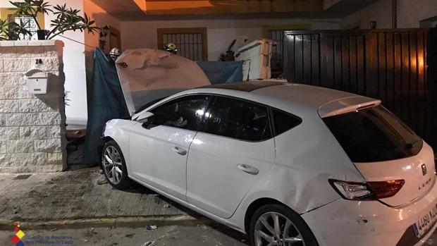 El vehículo se empotró contra el muro de una casa en Castellar