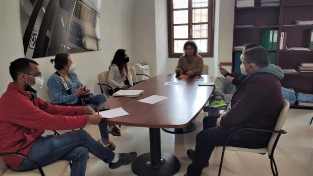 El Ayuntamiento negociará con la propiedad de Feduchy, 20 a favor de las familias que okupan la finca