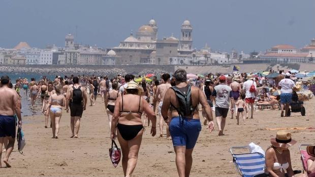 El Ayuntamiento de Cádiz asegura que cerrar las playas por la noche es «un sinsentido»