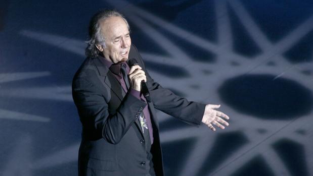 Joan Manuel Serrat en una actuación en Sevilla
