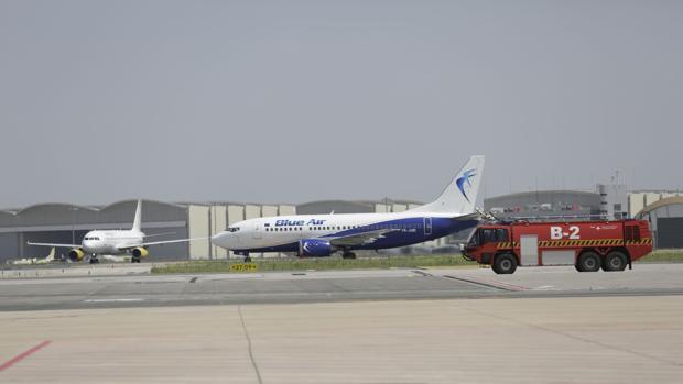 Llegada del primer avión de Blue Air que opera la ruta Sevilla-Turín