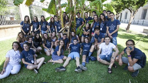 Foto de familia de los alumnos que partipan en los Campus Científicos de Verano