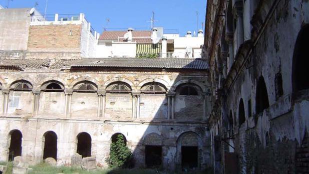 Claustro del antiguo convento agustino