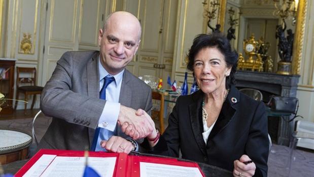 El ministro de Educación de Francia, Jean Michel Blanquer, y la ministra española, Isabel Celaá