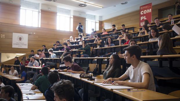 Los estudiantes no verán incrementadas sus becas el próximo curso
