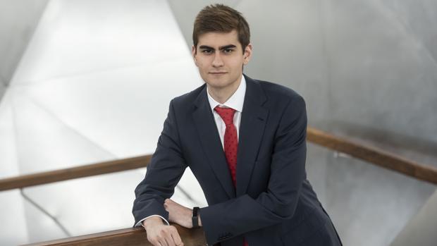 Mario Augusto Lino Valencia, becario de la fundación bancaria la Caixa