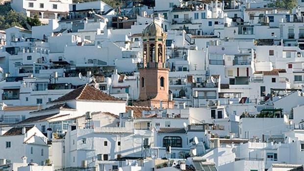 Vista de Cómpeta, con la torre de la iglesia de la Asunción